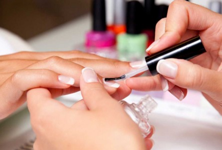 How To Have Beautiful And Durable Fake Nails?